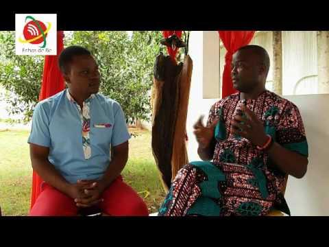 Echos de Bè: Découvrez ''Desmo Design'' L'homme qui a révolutionné la mode togolaise!