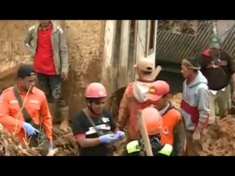 Longsor Sukabumi, 15 Meninggal dan 20 Orang Hilang Mp3