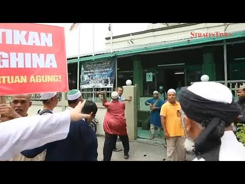 Guan Eng's aide slapped at protest outside Penang mosque
