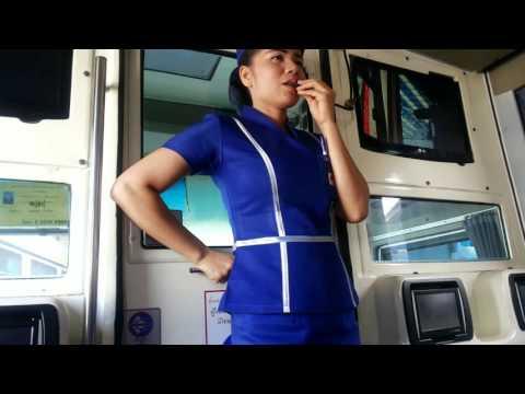 สาวพนักงานนครชัยแอร์กล่าวต้อนรับผู้โดยสาร Nca Gold Class