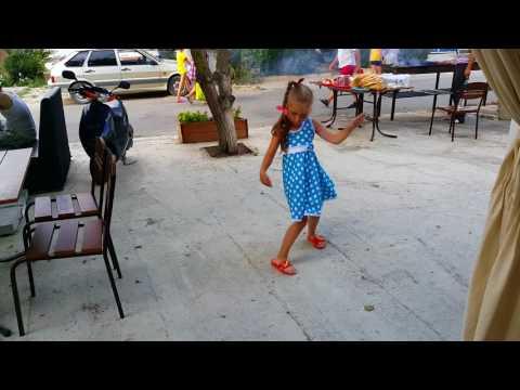 Зажигательный танец в Анапе