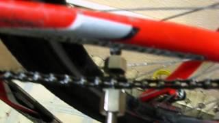 Как снять цепь на велосипеде(Описан процесс снятия цепи. Цепь сплошная без замка. Использование специальной выжимки., 2015-04-26T21:30:01.000Z)