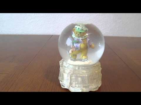 Enesco Musical Snow Globe Demo from Variety on a Budget