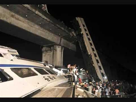 Subway trains crash in Shanghai, injuring hundreds
