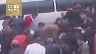 Footage: Elderly man trapped under minivan saved by group of passers-by