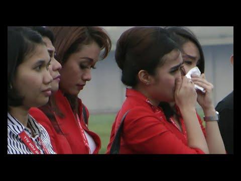 SUASANA HARU MENYAMBUT JENAZAH WANTI PRAMUGARI AIRASIA QZ8501 TIBA DIBANDUNG