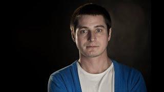 Он пережил пытки в чеченской тюрьме. Максим Лапунов рассказывает свою историю