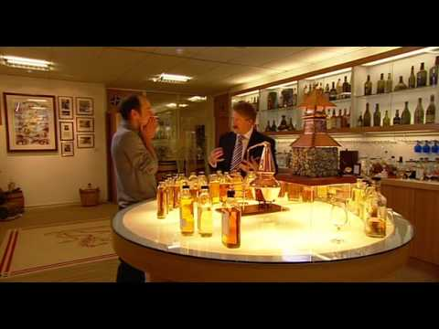 How to drink whisky - Master Blender Richard Paterson shows David Hayman how to drink blends