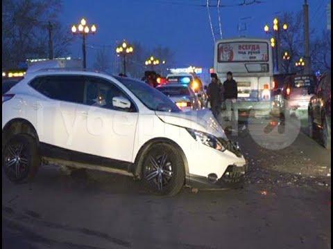 Четыре автомобиля повреждены в серьезном ДТП в Хабаровске. Mestoprotv