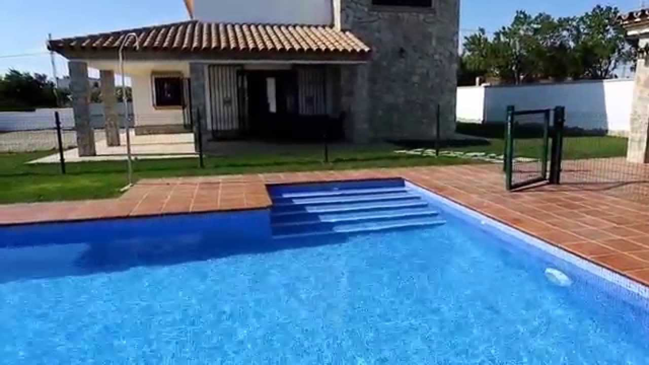 Chalet en conil de alquiler con piscina privada youtube for Casa con piscina privada alquiler