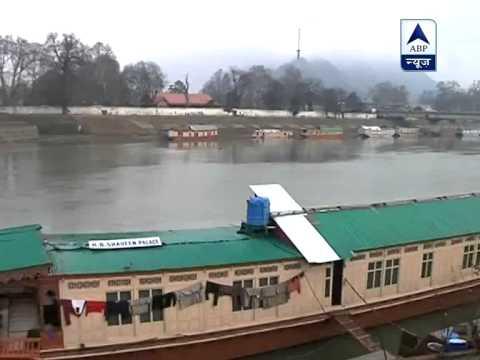 Cold tightens grip as rains, snowfall lash Kashmir valley