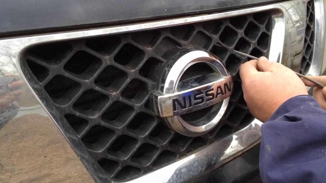 как открыть капот на nissan extrel