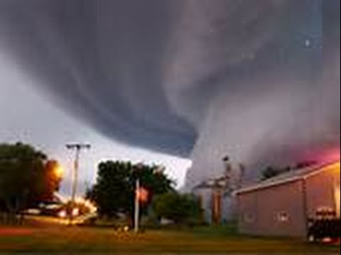 40+ TORNADOS & Dreadful WINDS ravage SW USA