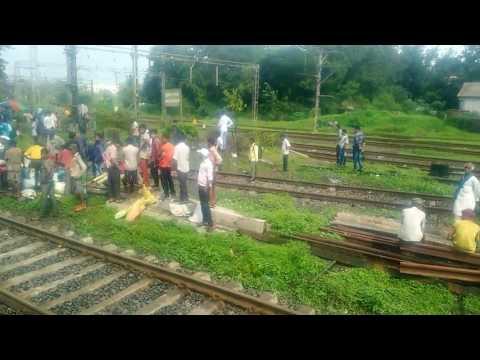 Mangla express derail  Kalyan junction crossing 30 June 2017