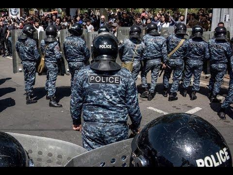 Армения: десятки задержанных на антиправительственном митинге в Ереване