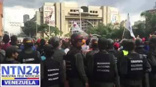 Chavistas se mantienen afuera de la Asamblea