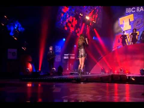 taylor-swift---love-story---live-at-the-teen-awards-[hq]