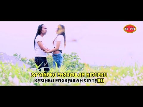 Free Download Arya Satria Feat. Windy Wijaya - Cintaku Satu [official] Mp3 dan Mp4