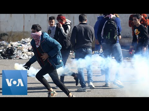 Iraqi Protesters Injured By Tear Gas Amid Clashes with Security Forces
