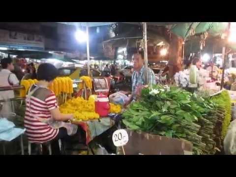 Bangkok Flower Market (Pak Klong Talad) - Marigold Garland Maker
