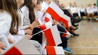 Obchody Święta Flagi Rzeczypospolitej Polskiej w SP 25 w Olsztynie