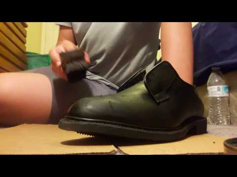 How to shine black leather shoes