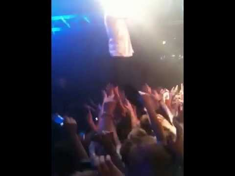 MACKLEMORE & Ryan Lewis - Can't Hold Us (London 17/09/12)