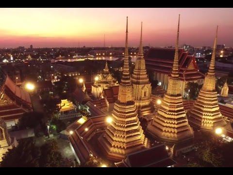 Temple of Dawn - Wat Arun - Bangkok Thailand