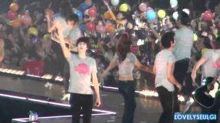 SHINee Minho SNSD Yuri - MinYul moments at SM Town Tokyo (110126)