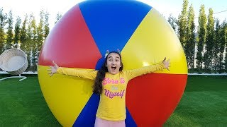 Gamze plays with giant inflatable ball - Kids Toys Show