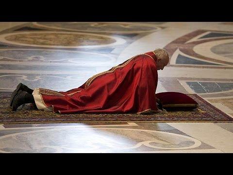 Katolik alemi Kutsal Cuma'yı ayinlerle andı