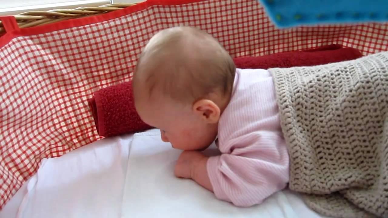 Baby Hebt Po In Bauchlage