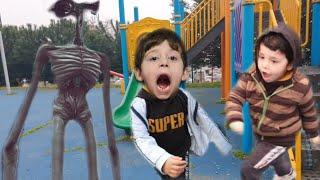 siren kafa parkta cafer ve Abdullahı kovaladı/طاردت صفارة الإنذار الأطفال في الحديقة