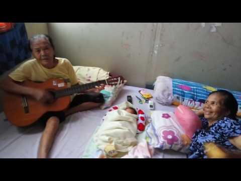 Opung Haniel 83thn nyanyiin Sofia bersama teman satorbangnya