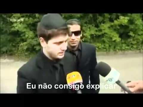 BRAZILIAN COMICS SNAPPED GATECRASHING AMY WINEHOUSE FUNERAL