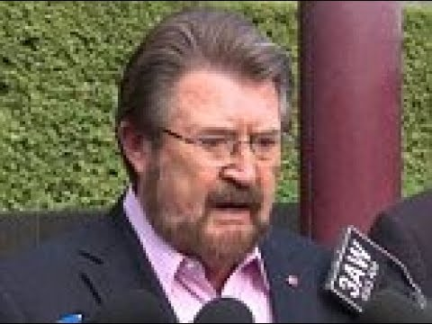 Derryn Hinch opens up about the fall that knocked him unconscious