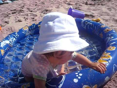 sophia eats sand in manhattan beach