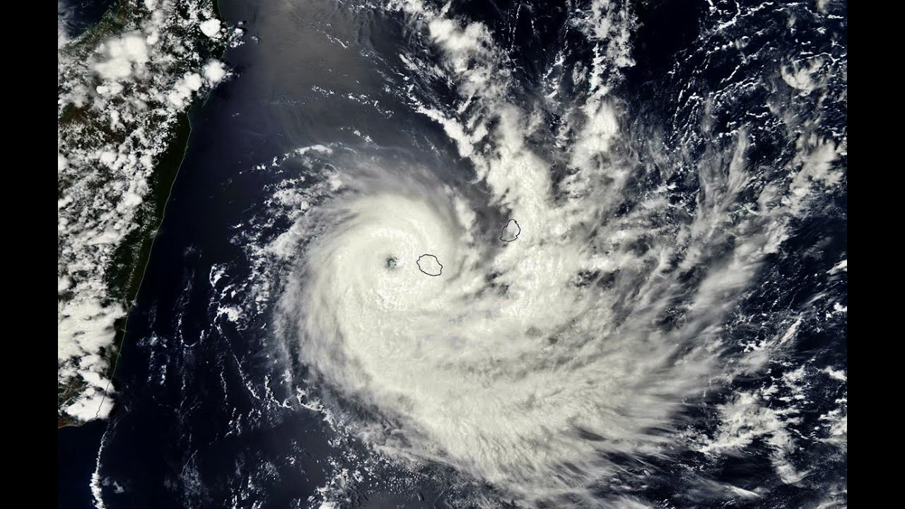 La Réunion pendant le cyclone BEJISA (2014)
