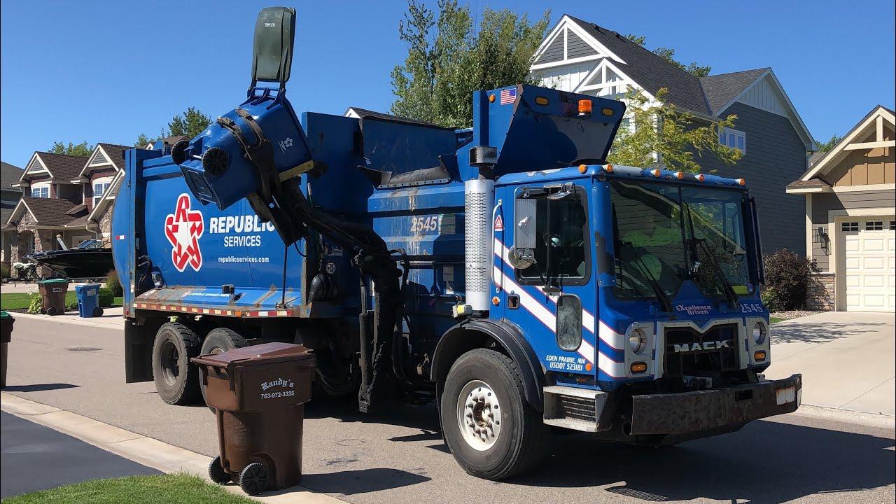 Republic Mack McNeilus Autoreach Garbage Truck