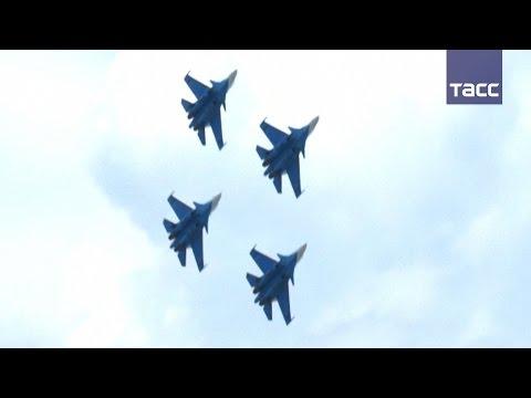 """""""Русские витязи"""" впервые выступили на истребителях Су-30СМ"""