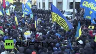 Ukraine: Thousands of protesters block entrance to parliament