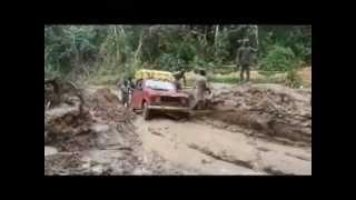 Renault 4L 4x4 atravessa a pior estrada de África