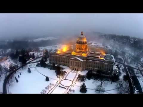 Capitol in the snow and fog.