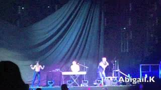 Johnny Ruffo - Hands up (Perth NKOTBSB concert 29-5-12)