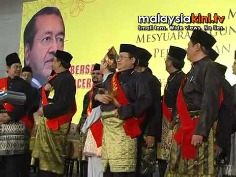 Mahathir officiates launch of Perkasa Travel Video