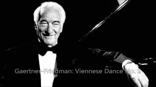 Victor Borge plays Ignaz Friedman (all the way through)