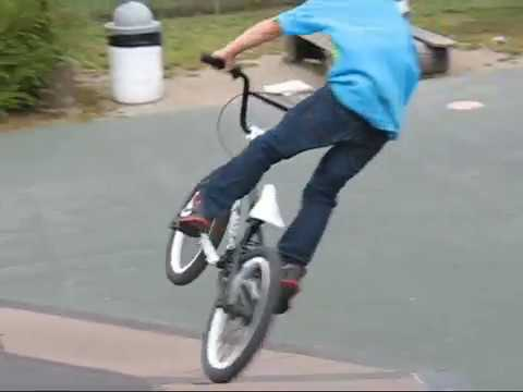 2010 Shane Kelly riding a downhill MTB at Highland Mountain bike park