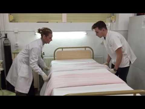 Apertura de cama para paciente postoperado tcae youtube for Cama quirurgica