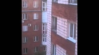 Омск, в пьяном угаре выбросил телевизор с 7 этажа.