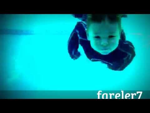 Olimpik Havuzda Yüzen Bebek